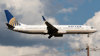A picture of N69810 - Boeing 737924(ER) - United Airlines - © Saul Hannibal