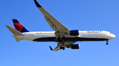 A picture of N171DZ - Boeing 767332(ER) - Delta Air Lines - © Jonathan Kang
