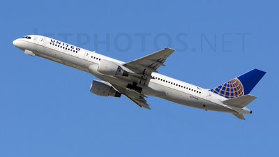 N579UA - Boeing 757-222 - United Airlines