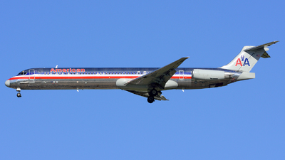 A picture of N569AA - McDonnell Douglas MD83 - [49351] - © Agustin Anaya