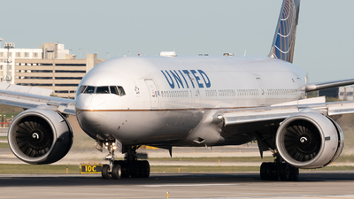 A picture of N78013 - Boeing 777224(ER) - United Airlines - © Ben Suskind