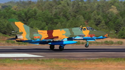 8561 - Sukhoi Su-22UM3K Fitter G - Vietnam - Air Force