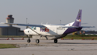 A picture of N922FE - Cessna 208B Super Cargomaster - FedEx - © Wojtek Kmiecik