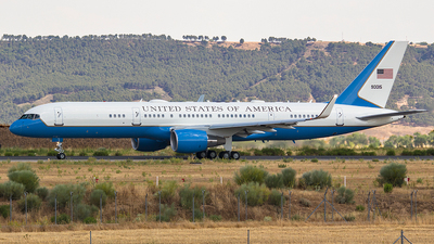 09-0015 - Boeing 757-2Q8 - United States - US Air Force (USAF)
