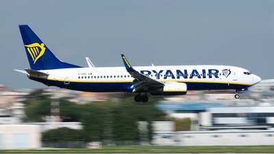 A picture of EIDHC - Boeing 7378AS - Ryanair - © John Richard