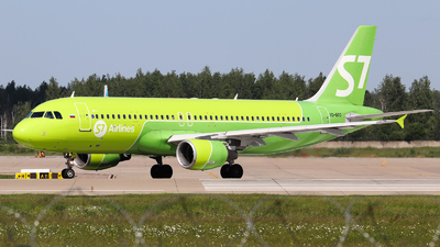 A picture of VQBRG - Airbus A320214 - S7 Airlines - © Vitaly Revyakin