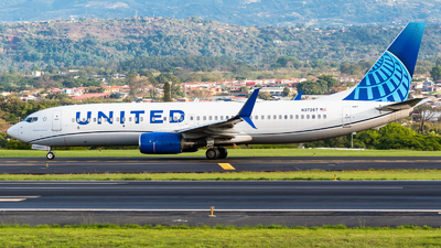 A picture of N37267 - Boeing 737824 - United Airlines - © Alfredo La Red