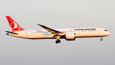 A picture of TCLLC - Boeing 7879 Dreamliner - Turkish Airlines - © Yoshiharu Ozaki