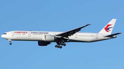 A picture of B2022 - Boeing 77739P(ER) - China Eastern Airlines - © Terry Wade