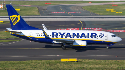 A picture of EISEV - Boeing 73773S - Ryanair - © Johannes Wirl