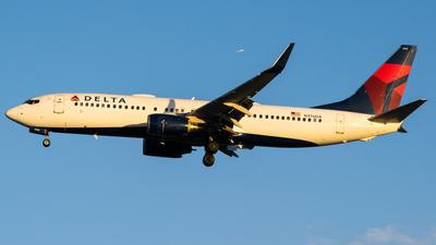 N376DA - Boeing 737-832 - Delta Air Lines