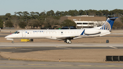 A picture of N27152 - Embraer ERJ145XR - United Airlines - © Yixin Chen