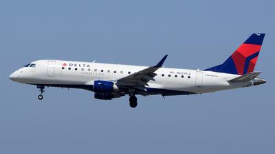 A picture of N629CZ - Embraer E175LR - [17000236] - © Stefan Alexandru