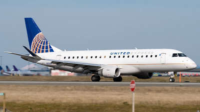 A picture of N131SY - Embraer E175LR - United Airlines - © Logan m