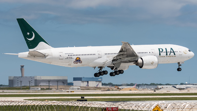 A picture of APBGZ - Boeing 777240(LR) - Pakistan International Airlines - © bill wang
