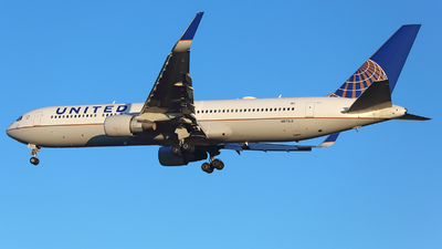 A picture of N673UA - Boeing 767322(ER) - United Airlines - © Maynat
