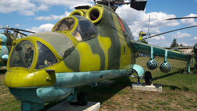 4004 - Mil Mi-24D Hind D - Poland - Air Force