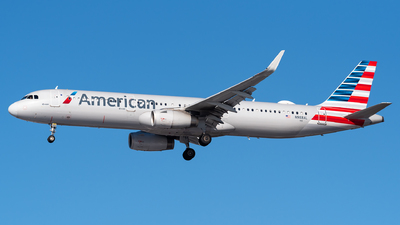 A picture of N988AL - Airbus A321231 - American Airlines - © Evan Dougherty