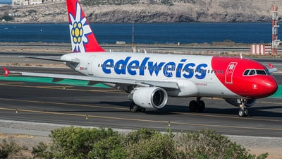 A picture of HBIHY - Airbus A320214 - Edelweiss Air - © Adolfo Bento de Urquía
