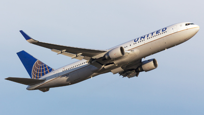 N648UA - Boeing 767-322(ER) - United Airlines