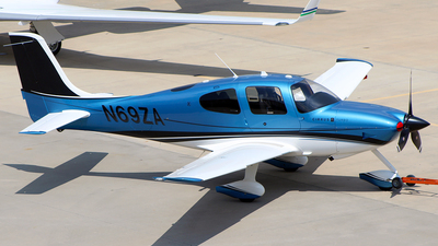 N69ZA - Cirrus SR22 - Private