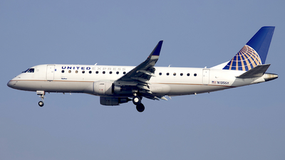 A picture of N135SY - Embraer E175LR - United Airlines - © Peter Cook