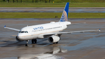 A picture of N802UA - Airbus A319131 - United Airlines - © golfbravo.aviation