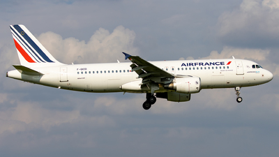 A picture of FGKXI - Airbus A320214 - Air France - © Grzesiek Krupa