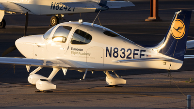 A picture of N832EF - Cirrus SR20 - [2377] - © TSTP350