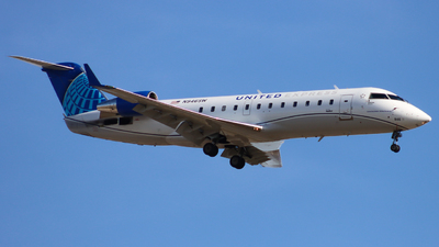 A picture of N946SW - Mitsubishi CRJ200LR - United Airlines - © Ethan Peters