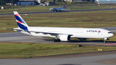 A picture of PTMUI - Boeing 77732W(ER) - LATAM Airlines - © Renato Oliveira