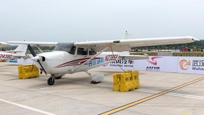 A picture of N2385P - Cessna 172R Skyhawk - [17280715] - © Eric Wang