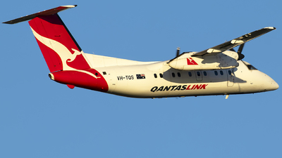 A picture of VHTQS - De Havilland Canada Dash 8200 - Qantas - © Danielle.L.