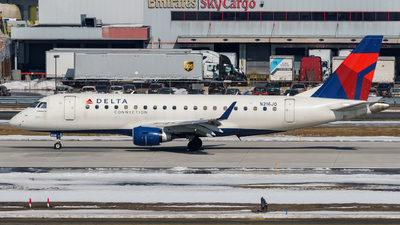 A picture of N216JQ - Embraer E175LR - Delta Air Lines - © ne.planespotter