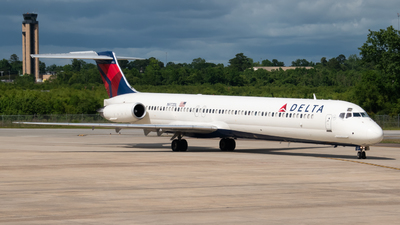 A picture of N972DL - McDonnell Douglas MD88 - [53215] - © Devin | Charleston.Spotter