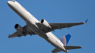 A picture of N588UA - Boeing 757222 - United Airlines - © SakaiWakana