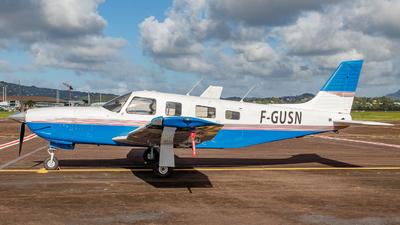 F-GUSN - Piper PA-32R-301 Saratoga II HP - Private