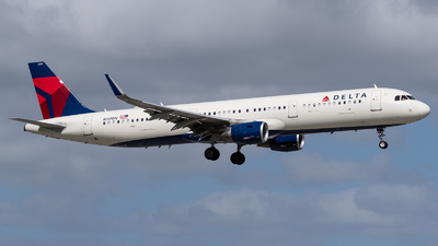 A picture of N317DN - Airbus A321211 - Delta Air Lines - © Positive Rate Photography