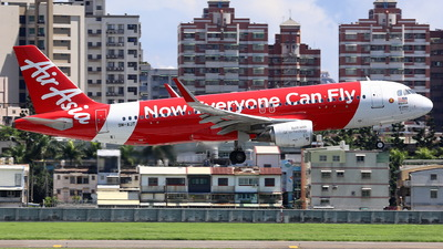 A picture of 9MAJT - Airbus A320214 - AirAsia - © Ethan Tang