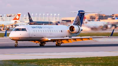 A picture of N416AW - Mitsubishi CRJ200LR - United Airlines - © Haocheng Fang