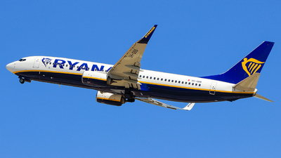 A picture of 9HQBB - Boeing 7378AS - Ryanair - © Pampillonia Francesco - Plane Spotters Bari