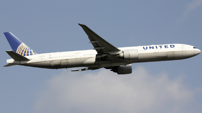 A picture of N2135U - Boeing 777322(ER) - United Airlines - © ZBAA.Hank