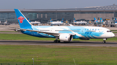 A picture of B2737 - Boeing 7878 Dreamliner - China Southern Airlines - © Shiori Daredemo Daisuki