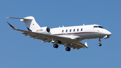 A picture of CSCHK - Bombardier Challenger 350 - NetJets - © Carlos Miguel Seabra