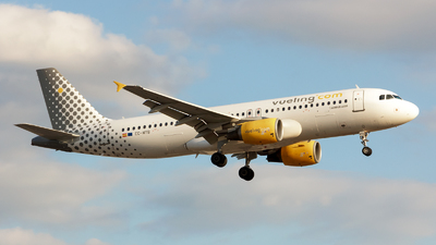 EC-MYB - Airbus A320-214 - Vueling Airlines