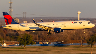 N333DX - Airbus A321-211 - Delta Air Lines