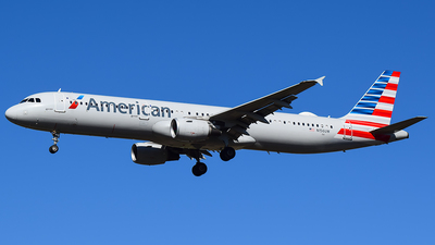 A picture of N156UW - Airbus A321211 - American Airlines - © Evan Dougherty