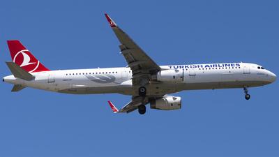 A picture of TCJTP - Airbus A321231 - Turkish Airlines - © Furkan Borakazi
