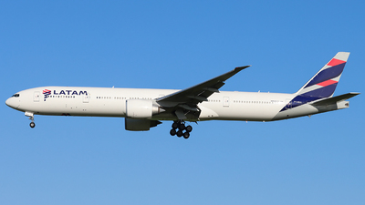 A picture of PTMUJ - Boeing 77732W(ER) - LATAM Airlines - © Joost Alexander