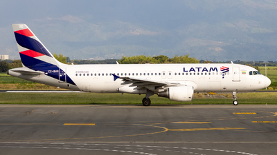 A picture of CCBAR - Airbus A320214 - LATAM Airlines - © Jean Carlo Mosquera